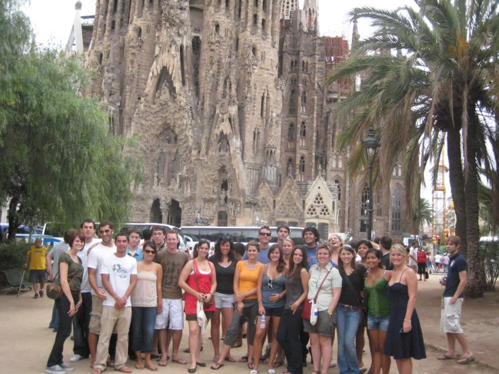 group in front of Sagrada Familia